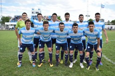 Argentino sigue  firme arriba